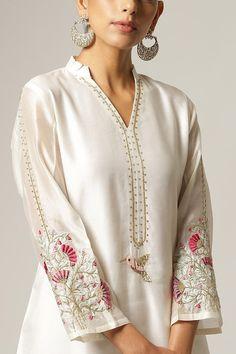 Kurti Neck Designs, Kurta Designs Women, Kurti Designs Party Wear, Simple Pakistani Dresses, Pakistani Dress Design, Simple Dresses, Pakistani Suits, Punjabi Suits, Dress Indian Style