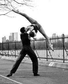 Duet / Street / Dance / Dancer / Dancing / Ballet / Ballerina / Photographer: Paula Lobo Can someone teach me to do this? Love Dance, Dance Art, Street Dance, Street Ballet, Dance Photos, Dance Pictures, Ballet Pictures, Ballet Vintage, Royal Ballet