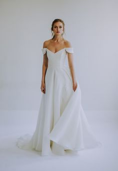 See the Spring 2020 wedding dresses from Leanne Marshall bridal Western Wedding Dresses, Classic Wedding Dress, Bridal Dresses, Stunning Wedding Dresses, Wedding Dress Simple, Western Weddings, Minimalist Gown, Minimalist Dresses, Simple Wedding Gown Minimalist