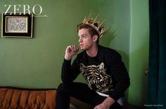 Corona: The Royal Crowns Hoodie: Balba Pantalón: American Apparel Calzado: Zara Styling Ro García Grooming: Julio César León Foto: David Paniagua Locación: Linneo