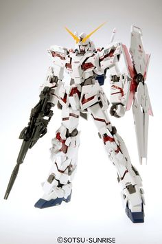Cool red and white detailed gundam toy