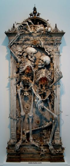 I love this, could make a mirror inspired by this and it would look amazing. #skeletons #gothic