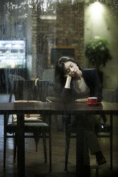 coffee break on a rainy day - Ana Rosa Street Photography, Portrait Photography, Rain Photography, Coffee Shop Photography, W Two Worlds, Han Hyo Joo, Coffee Girl, Hipster Coffee, Cafe Style