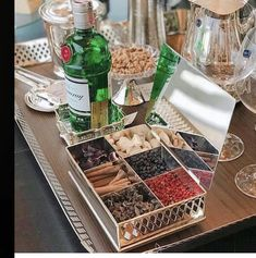 Drinks Tray, Bar Drinks, Yummy Drinks, Bebida Gin, Gin Bar, Drink Table, Gin And Tonic, Bars For Home, Party