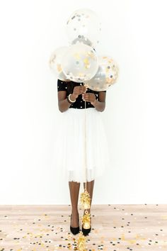 Budget-Friendly Party Planning Tips in the Time of COVID   Sendo Invitations #partyplanning #sendomatic Large Balloons, Nye Party, Host A Party, Great Gatsby Party Decorations, Clear Balloons With Confetti, Balloon Prices, Charity Gifts, Balloon Weights