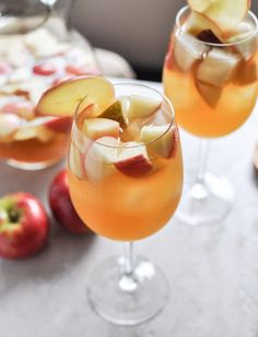 Apple Cider Sangria recipe from How Sweet Eats. Ingredients: 1 bottle (standard size) of pinot grigio 2 ½ cups fresh apple cider 1 cup club soda ½ cup ginger brandy 3 honey crisp apples, chopped Party Drinks, Cocktail Drinks, Fun Drinks, Yummy Drinks, Cocktail Recipes, Beverages, Yummy Food, Sangria Recipes, Drink Recipes