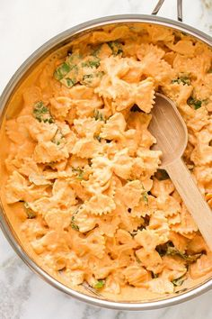 Vegan Tomato Basil Cream Pasta Vegane Tomaten-Basilikum-Sahne-Teigwaren The post Vegane Tomaten-Basilikum-Sahne-Teigwaren & vegan vegetarisch & Rezepte, recipes appeared first on Recettes . Vegan Dinner Recipes, Whole Food Recipes, Cooking Recipes, Healthy Recipes, Budget Recipes, Good Vegetarian Recipes, Red Lentil Pasta Recipes, Easy Vegan Meals, Healthy Meals