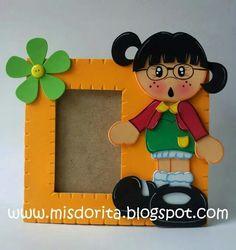 Portarretrato la chilindrina Foam Crafts, Paper Crafts, Diy Crafts, Carnival Crafts, Ideas Para Fiestas, School Decorations, Punch Art, Paper Quilling, Cute Cards