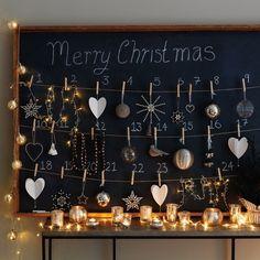 un tableau noir et ornements - un calendrier de l'avent DIY