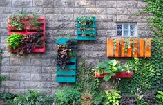 Recycling wooden pallets into pallet furniture and pallet garden projects has become very popular with people across the globe. Dream Garden, Garden Art, Garden Design, Garden Soil, Garden Planters, Vegetable Garden, Herb Garden, Garden Oasis, Diy Planters