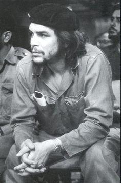 Ernesto Che Guevara JUst look at this beaut. Rare Photos, Vintage Photographs, Che Guevara Photos, Che Quevara, Pop Art Bilder, Ernesto Che Guevara, Power Trip, Fidel Castro, Roy Lichtenstein
