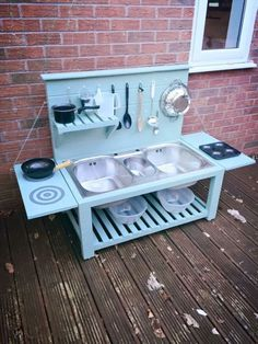Five Cheap DIYs that will make your backyard an awesome play space - this is mini play kitchen for kids, good inspo to make adult sized outdoor kitchen (diy outdoor kitchen) Outdoor Play Kitchen, Mud Kitchen For Kids, Outdoor Play Spaces, Kids Outdoor Play, Backyard For Kids, Outdoor Kitchen Design, Diy For Kids, Mud Pie Kitchen, Diy Kitchen