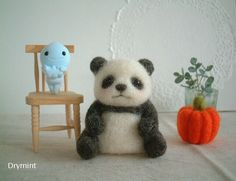 An adorable little needle felted sitting panda. This is too cute! I really like this style of panda; it's simple, but sweet.