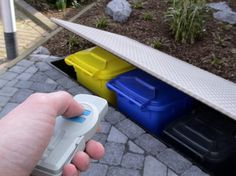 Hide garbage cans - simply by pressing a button - planning .- Mülltonnen verstecken – einfach per Knopfdruck – Planungswelten Garbage cans must be, but are not pretty to look at. We found a fascinating way to hide ugly garbage cans. Garden Tool Storage, Bike Storage, Storage Bins, Garden Tools, Interior Exterior, Exterior Design, Garbage Storage, Garbage Can, Garden Gates