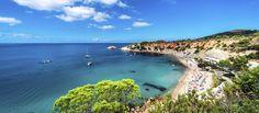 Legendäre Sonnenuntergänge, die heißesten Clubs, feiner Sandstrand, türkisblaues Meer und ganz viele Erholungsmöglichkeiten — auf Ibiza bekommst du alles, was …