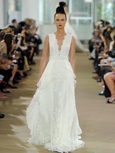 Ines Di Santo Spring 2018: Classic Gowns Meet Extra-Luxe Details | TheKnot.com