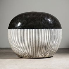 Jun Kaneko Black and White ceramics exhibition at Bentley Gallery click the image or link for more info. Japanese Ceramics, Japanese Pottery, Modern Ceramics, Contemporary Ceramics, White Ceramics, Glazed Ceramic, Ceramic Clay, Ceramic Pottery, White Art
