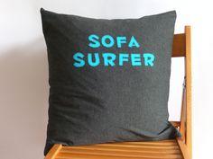 """Kissenbezug """"SOFA SURFER"""" für Außer-Haus-Schläfer oder die eigene Gäste-Couch.  *_Details:_* # Bezug aus feinster, weicher dunkelgraumelierter B..."""