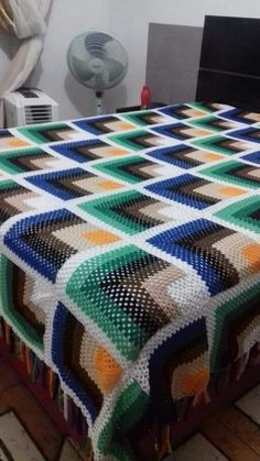Crochet Bedspread Pattern, Crochet Square Patterns, Granny Square Blanket, Manta Crochet, Crotchet, Bed Spreads, Color Combinations, Blankets, Quilts
