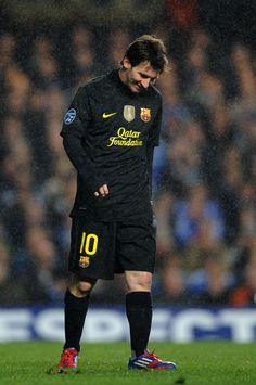 LONDON, ENGLAND - APRIL Lionel Messi of Barcelona looks dejected during the UEFA Champions League Semi Final first leg match between Chelsea and Barcelona at Stamford Bridge on April 2012 in London, England. (Photo by Michael Regan/Getty Images) Fc Barcelona, Barcelona Players, Lionel Messi Barcelona, Barcelona Football, Chelsea Fc Team, Chelsea Fc Players, Messi Photos, Messi Pictures, Football Pictures