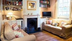 Peter Sellers' childhood home - The living room in the two-up two-down property which is on sale for Tiny Living Rooms, Home Design Living Room, Small Room Design, Living Room Tv, Victorian Terrace Interior, Victorian Living Room, Small Lounge, Decoration, Childhood