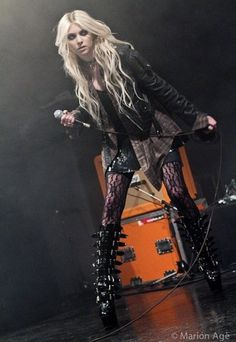 Taylor Momsen, The Pretty Reckless Taylor Michel Momsen, Heavy Metal, Jenny Humphrey, Women Of Rock, Rocker Style, Metal Girl, Girl Crushes, Goth Girls, Pretty Reckless