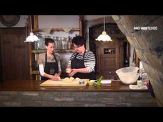 TeleRecept: Húsvéti kalács Limara módra - YouTube Hungarian Recipes, Croissant, Brie, Food Videos, Food And Drink, Baking, Easter, Cakes, Youtube