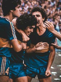 Mad Men, Legends Football, Vintage Football, World Of Sports, Soccer Players, Human Rights, Ronaldo, Retro, Couple Photos