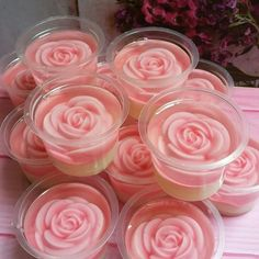 Summer Entrance Strawberry Biscuit Pudding, Summer Entrance Strawberry Biscuit P … - Party Ideen Dessert Party, Party Desserts, Mini Desserts, Summer Desserts, Thai Dessert, Christmas Desserts, Chocolate Marshmallow Cookies, Chocolate Chip Shortbread Cookies, Toffee Cookies