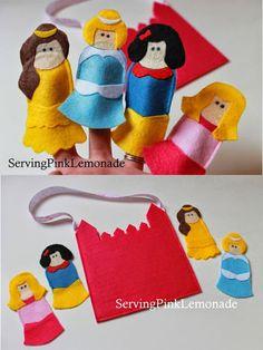 Brinquedos de feltro com doches das Princesas da Disney