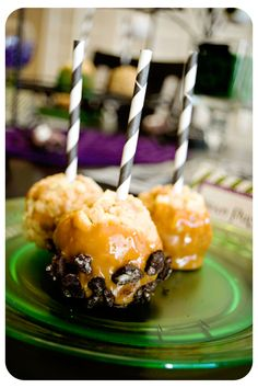 Rice Krispies Caramel Apple Treats perfect for the fall or at Halloween time! { lilluna.com }