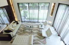 Cream color scheme living room with modern chairs, rug and floor-to-ceiling windows Living Room Modern, Living Room Designs, Living Room Decor, Living Rooms, Interior Walls, Home Interior Design, Interior Decorating, Floor To Ceiling Windows, Modern Chairs