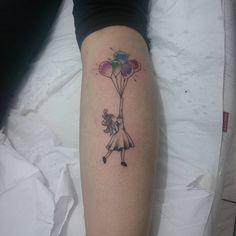 De hoje 👊 🎨  #raqueltattoo #tattoo #tatuagemfeminina #tatuagem #aquarelatatuagem #aquarela #watercolortattoo #watercolor #girl #balloon #balloons