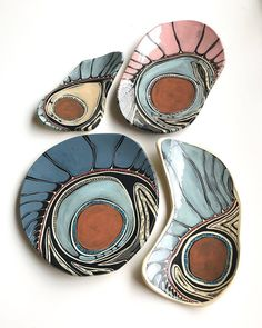 I love the colors and design on these ceramic pieces. This gorgeous pottery is by Penny Evans Art. Pottery Plates, Ceramic Plates, Ceramic Pottery, Pottery Art, Pottery Wheel, Porcelain Jewelry, Fine Porcelain, Porcelain Ceramics, Pottery Painting