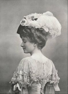 Stunning Edwardian fashion: millinery: hat with ostrich feathers & lace blouse. Chapeau Lewis, 1905