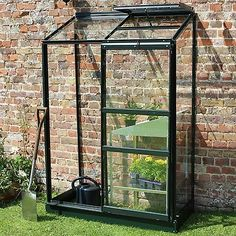 Greenhouse Staging, Lean To Greenhouse, Greenhouse Interiors, Backyard Greenhouse, Greenhouse Plans, Greenhouse Wedding, Underground Greenhouse, Small City Garden, Small Garden Design