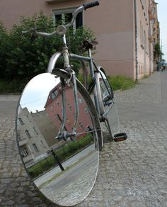 Mirror wheels on bicycle Fixi Bike, Bicycle Art, Moto Bike, Bicycle Design, Bicycle Rims, Cool Bicycles, Vintage Bicycles, Moto Design, Futuristic Motorcycle