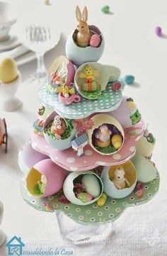 Easter egg tree centerpiece Painted egg shells are the homes to lots of tiny Easter fellows. Learn how to create this centerpiece to adorn your Easter table. Hoppy Easter, Easter Bunny, Easter Eggs, Easter Bonnets, Easter Food, Easter Cake, Easter Dinner, Easter Projects, Easter Crafts