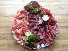 lindastuhaug - lidenskap for sunn mat og trening Norwegian Food, Scandinavian Living, Farmers Market, Acai Bowl, Tapas, Blueberry, Sausage, Bacon, The Cure