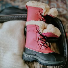 Let your kids enjoy the fun of the outdoors, even when it's raining or snowing. The Kelly Youth will keep their feet cozy, warm and dry ❤️🐻🐾 Shop Kids' Kelly: bearpaw.com/ #BearpawShoes #LiveLifeComfortably