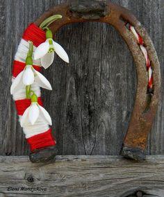 Честита Баба Марта Spring Crafts, Holiday Crafts, 8 Martie, Magic Day, Horseshoe Crafts, Flower Nails, Day Book, Design Crafts, Daffodils