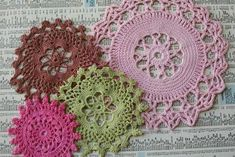 Super simple framed doily wall art project.
