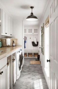 Chip Joanna Gaines Greatest Decors and Designs Laundry Room – Laundry Room İdeas 2020 Mudroom Laundry Room, Laundry Room Layouts, Farmhouse Laundry Room, Small Laundry Rooms, Laundry Room Design, Joanna Gaines, Jo Gaines, Landry Room, Laundry Room Lighting