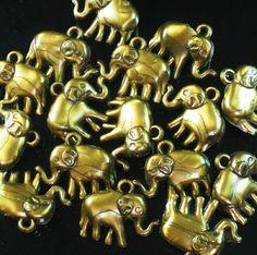 20pcs Golden Resin Lovely Elephant pendant Beads Findings for Jewelry DIY zz511