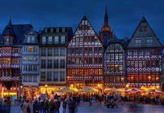 Frankfurt Christmas market. Mmmm, I can taste the warm gluwein. Yum.