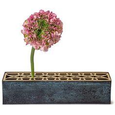 Äng vas från Klong, formgiven av Eva Schildt. En enkel vas med tillhörande metall-st&...