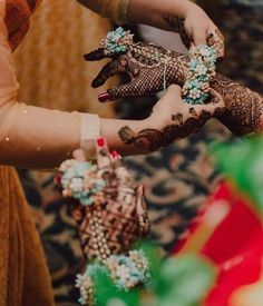 Order Fresh flower poolajada, bridal accessories from our local branches present over SouthIndia, Mumbai, Delhi, Singapore and USA. Telugu Brides, Telugu Wedding, Desi Wedding, South Asian Bride, South Asian Wedding, Sangeet Outfit, Hollywood Red Carpet, Hindu Bride, Indian Bridal