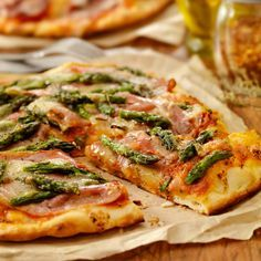 """""""Authentic Italian, Hand Made Prosciutto and Asparagus Pizza with. Asparagus Pizza, Pizza Photo, Calzone, Prosciutto, Vegetable Pizza, Seafood, Low Carb, Snacks, Meat"""