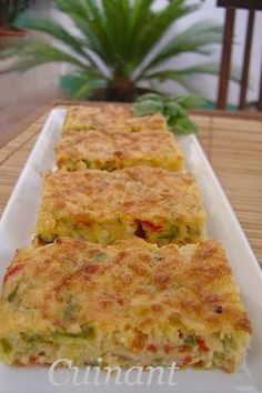 BIZCOCHO DE VERDURAS Y ATÚN   INGREDIENTES   120 gr . de queso emmental  150 gr . de pimiento verde  150 gr . de pimiento rojo  150 gr . ... Vegetarian Recipes, Cooking Recipes, Healthy Recipes, Tapas, Good Food, Yummy Food, Salty Foods, Quiches, Fish Recipes