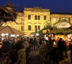 Erlanger Waldweihnacht am Schlossplatz ist eine Erfolgsgeschichte... Noch bis zum 24. Dezember kann man noch die stimmungsvolle und urgemütliche Erlanger Waldweihnacht genießen. #hjkrieg #erlangen_bilder #erlangen #ErlangerWaldweihnacht #hlstudios